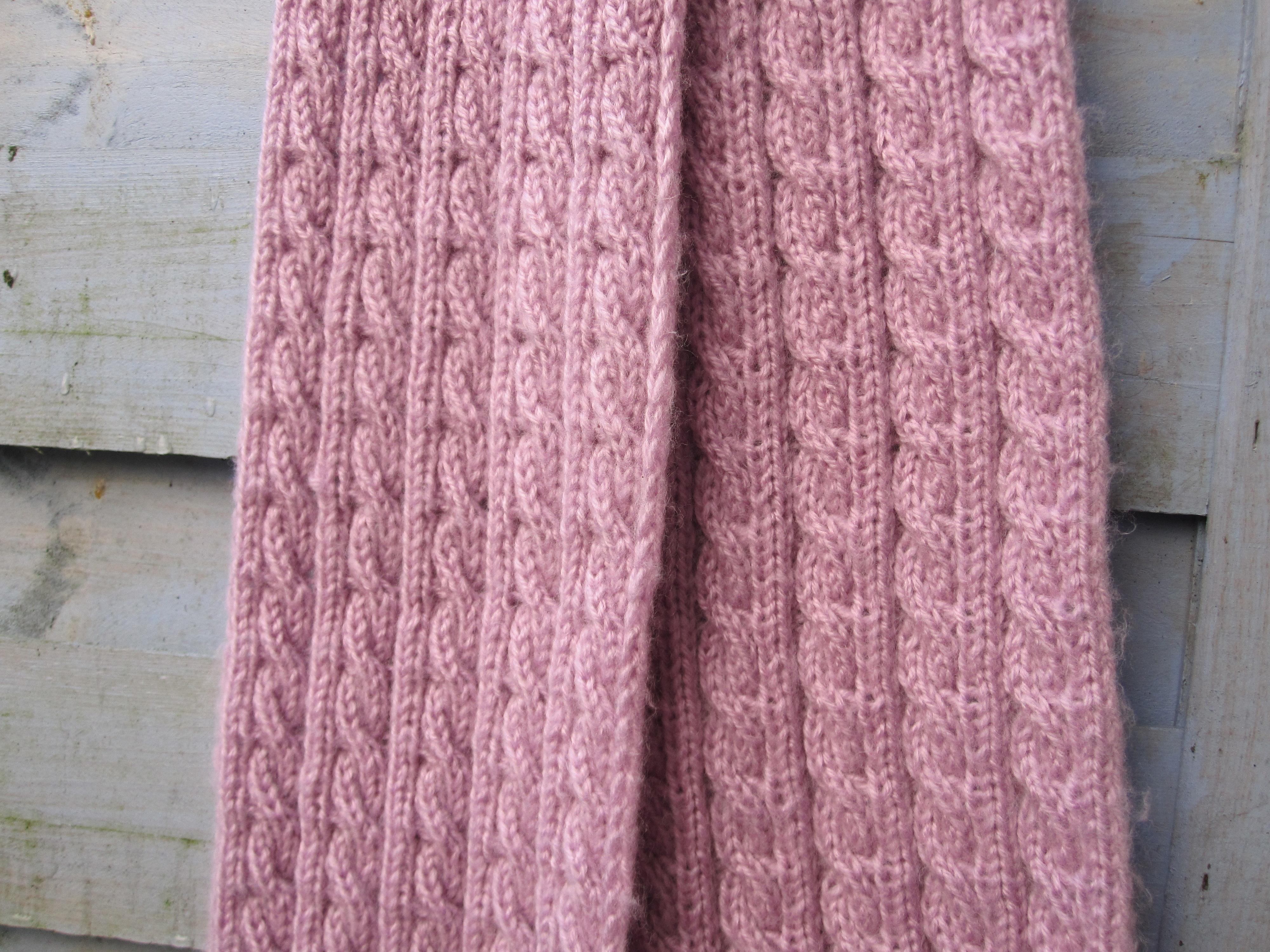 5e84da6360f4 Écharpe à torsades tricotée main – L Atelier de Tina